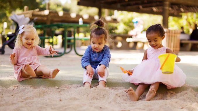 bac à sable jeu enfant